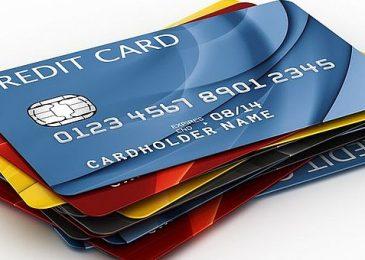 Российские граждане выстраиваются в очередь за кредитками